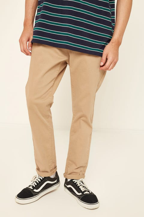 COMMON NEED Leader Slim Chino Pant Sand