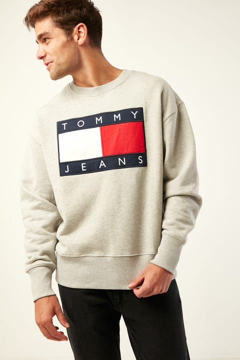TOMMY JEANS TJM Tommy Flag Crew Light Grey Heather
