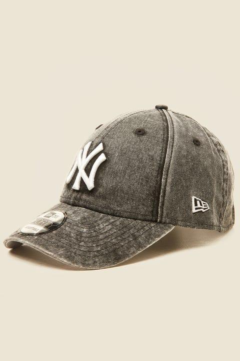 New Era 9Forty NY Yankees Black Overdye