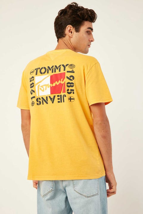 TOMMY JEANS TJM Bubbled Flags Short Sleeve Tee Golden Glow