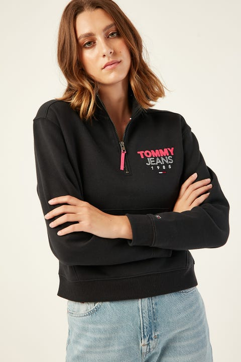 TOMMY JEANS Logo Quarter Zip Tommy Black