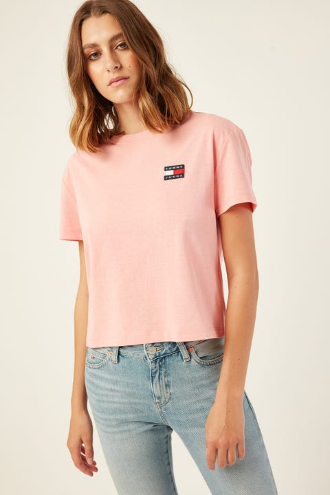 TOMMY JEANS Tommy Badge Tee Pink Icing