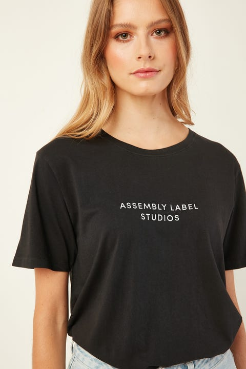 ASSEMBLY Haus Tee Black