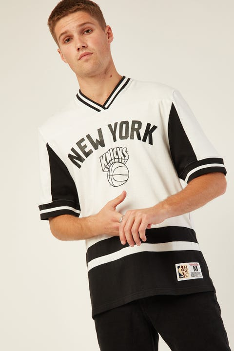 Mitchell & Ness NY Knicks Final Seconds V-Neck White