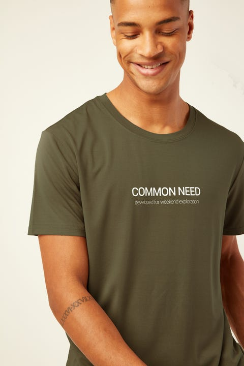 COMMON NEED Scoop Hem Tee Green