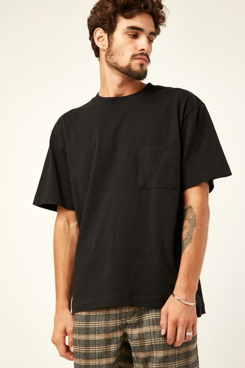 COMMON NEED Heavyweight Pocket Tee Black