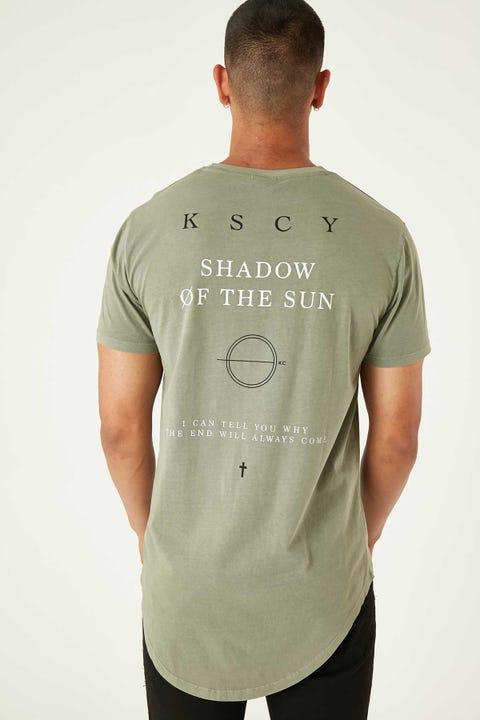 KISS CHACEY Sun Shadow Dual Curved Tee Pigment Khaki