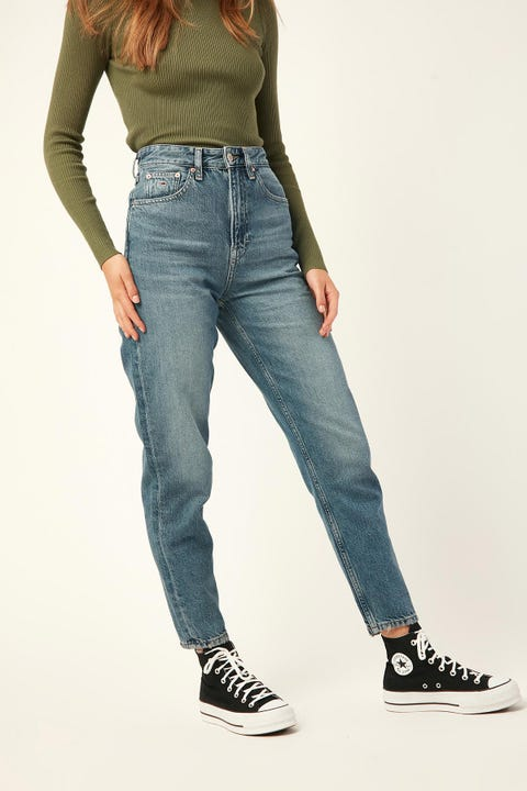 TOMMY JEANS Mom Jean High Rise Tapered Sunday Mid Blue Rigid