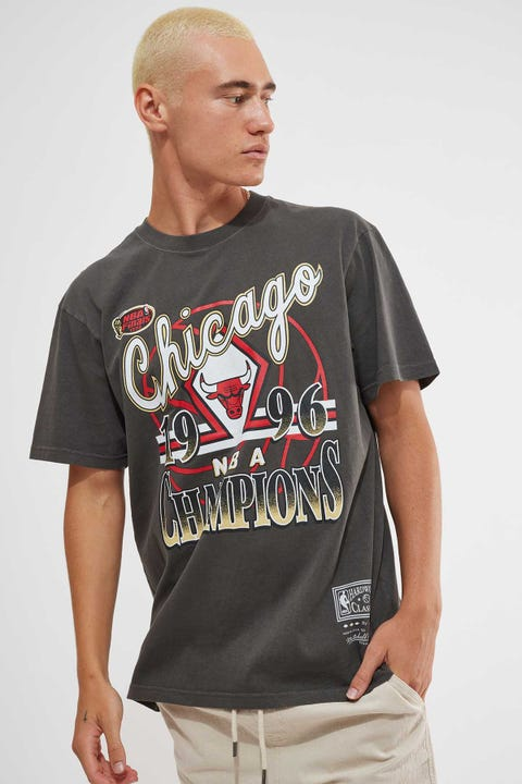 Mitchell & Ness Vintage Bulls Champs Tee Faded Black