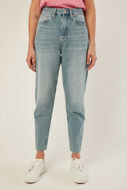 TOMMY JEANS Mom Jean High Rise Tapered 32 Leg Sunday Lt Bl Rig