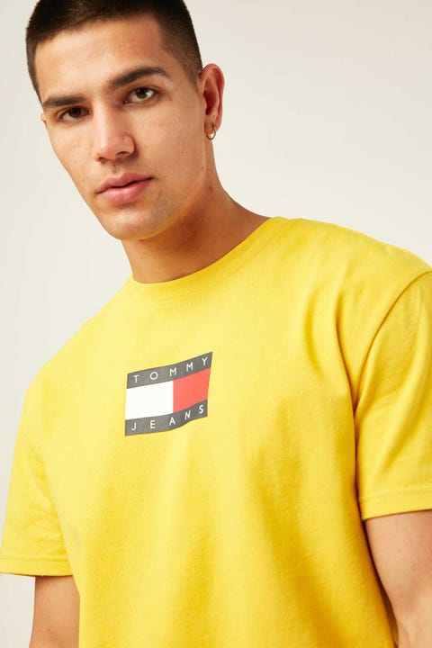 TOMMY JEANS TJM Small Flag Tee Star Fruit Yellow