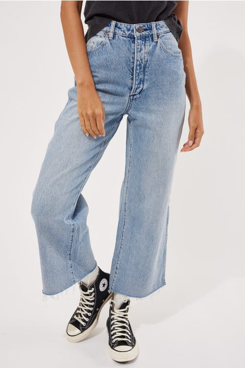 Wrangler Hi Bells Cropped Amplified