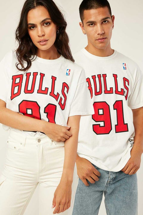 Mitchell & Ness Bulls Name & Number Tee Vintage White
