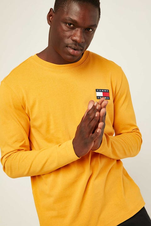 TOMMY JEANS TJM Tommy Badge Long SLeeve Tee Golden Glow