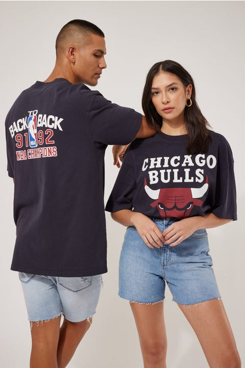 Mitchell & Ness Vintage Back to Back Bulls Tee Faded Black