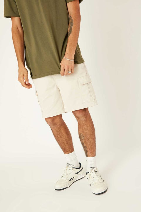 COMMON NEED Relaxed Cargo Short Ecru