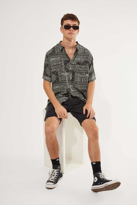 Common Need Bandana Shirt Black/White