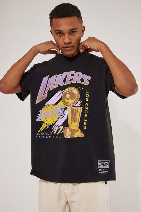 Mitchell & Ness Lakers Vint 17 Times Champs Tee Faded Black