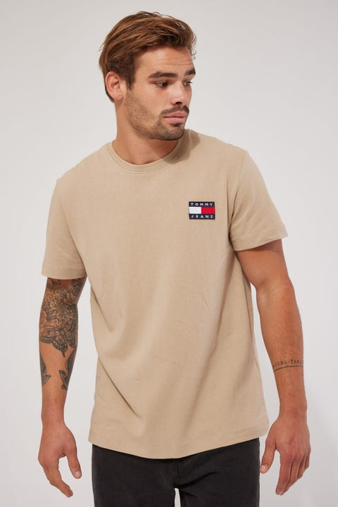Tommy Jeans TJM Tommy Badge Tee Soft Beige