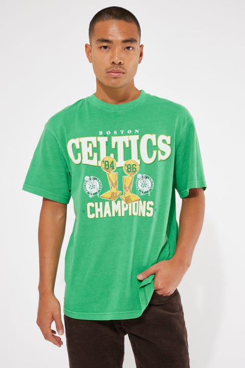 Mitchell & Ness Vintage Celtic Champs Trophy Tee Faded Green